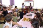 Заседание клуба любителей шахмат «ШахматориУм»  «Есть в шахматах сноровка – для короля рокировка»